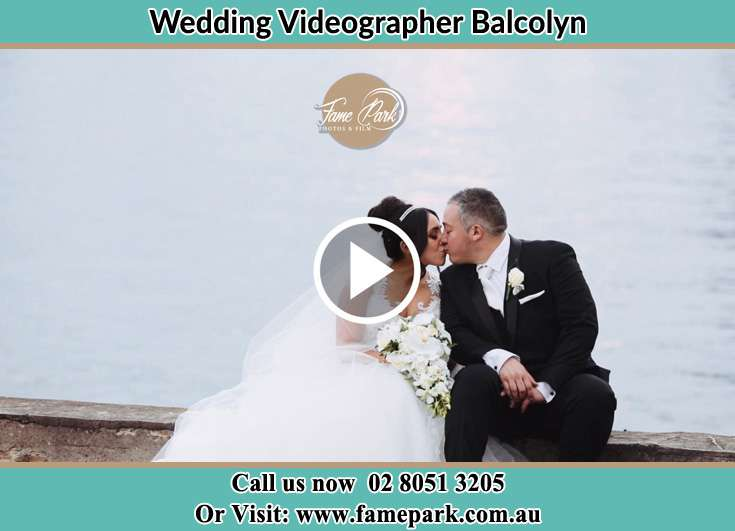 The new couple kiss beside the lake Balcolyn NSW 2264