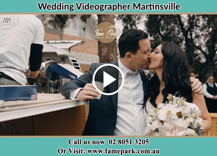 The new couple kissing Martinsville NSW 2265